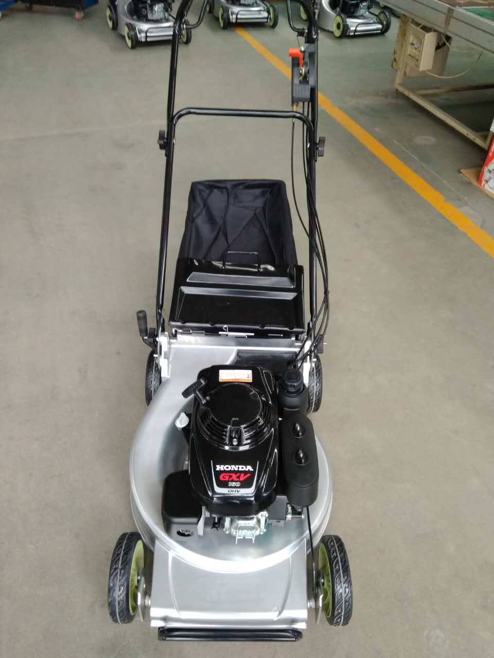 Honda powered 480mm lawn mower